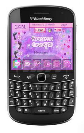 Este es un interesante tema de estrellas todo en color púrpura o morado, especial para chicas que le cambiará el aspecto a su dispositivo como: la pantalla de inicio, BBM, bateria e indicadores de señal, el reproductor multimedia, fondo de carpeta incluso el fondo brújula. Nota: Para el BlackBerry Curve 8520/8530 del reproductor multimedia antecedentes de carpeta y el fondo brújula NO son personalizadas. El fondo brújula sólo funciona en O.S. 7,0 y 7,1 . Compatibilidad BlackBerry OS 5.0 – 7.1 BlackBerry 85xx, 9220, 93xx, 9650, 97xx, 98xx, 99xx Descarga BlackBerry World