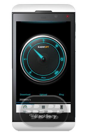 Con esta aplicación nativa para BlackBerry 10, usted podrá comprobar la velocidad de 4G, WiFi, 3G y mantenerse informado sobre la cobertura de red en el teléfono inteligente. La prueba de velocidad muestra la velocidad y la latencia de UMTS, LTE y una red Wi-Fi en un velocímetro, separados en carga, descarga y velocidad de ping. Todas las pruebas de velocidad se archivan con todos los detalles y se puede acceder en cualquier momento. Los datos archivados ayuda a reconocer las variaciones de velocidad rápidamente. Vista de dispositivos:¿Qué conexión móvil está disponible? La vista de dispositivo muestra información acerca de